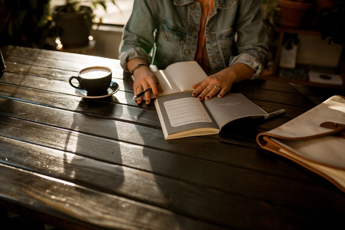 5 books to help you learn more about hypnotherapy
