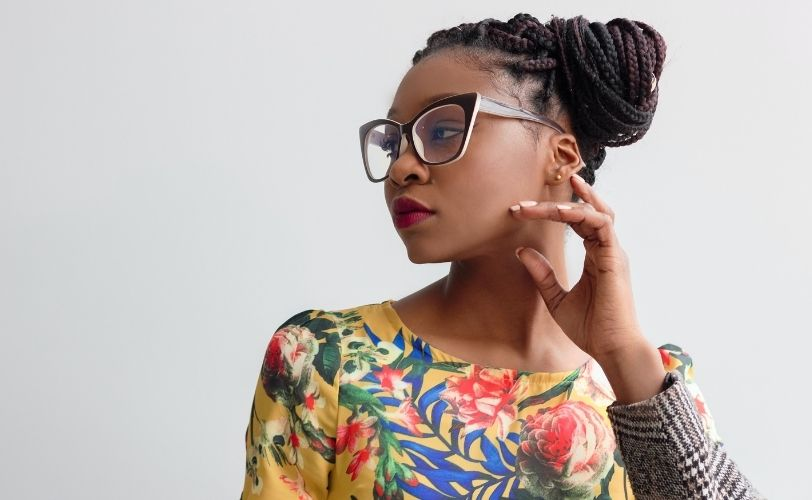 Woman-with-glasses-looking-away