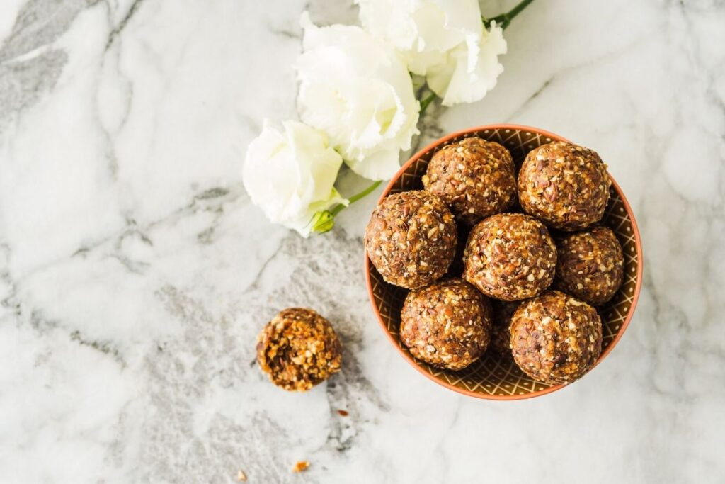 Cho peanut energy balls