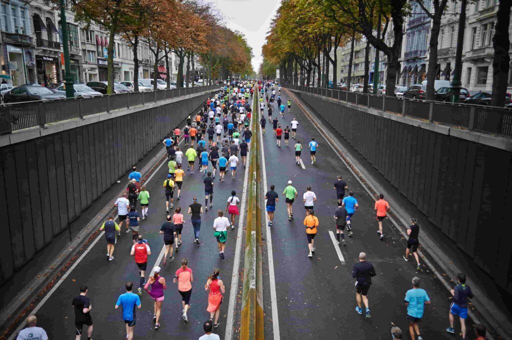 An ariel shot of people running in a marathon