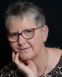 Lesley Downs Dip Psychotherapeutic Counselling. MBACP (Reg), Relationship Coach