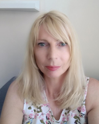 Louise Curtis BA (Hons),  BACP Accredited and qualified EMDR Therapist