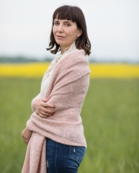 Lavinia-Grace Dawson Psychotherapist & Nature Therapist MA; BA Hons; FdSc; MBACP