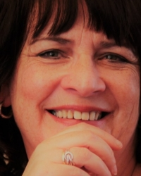Eithne Toner MBACP, BA Hons, DipHE Int. Counselling, A/Dip CBT, Mindf.