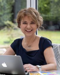 Aylin Webb (MSc) - Perfectionism Coach, CBT & EMDR Therapist, Speaker