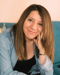 Muge Ahmet qualified and accredited psychotherapist and EMDR therapist
