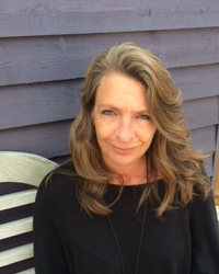 Lisa Peett - UKCP MBACP (Accred.) ACTO - Psychotherapist and Counsellor