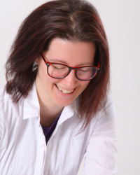 Sara Farman - Counsellor & Supervisor (MBACP). Addiction specialist FDAP(Acc)