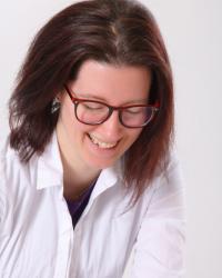 Sara Farman - Counsellor & Supervisor (MBACP). Addiction specialist FDAP(Acc)