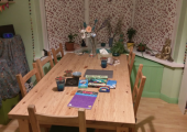 Charlton room - Big table for playtherapy.