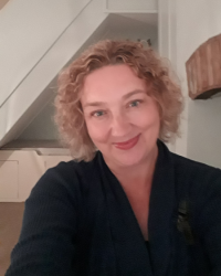 Emma Thomson UKCP Accredited Psychotherapist and Counsellor