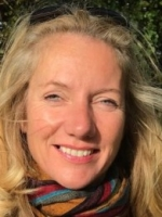 Dr Justine McMahon