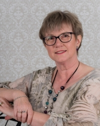 Judy Mitchell BA Hons Counselling, NCS (Accrd)