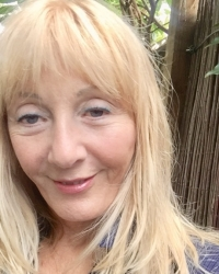 Nina Weltrowska, Online Therapy available