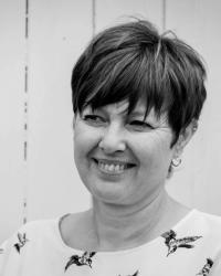 Linda Robinson-Hallgarth MBACP @ iBloom Counselling