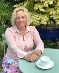 Helan Gidley Accredited CBT Therapist (BABCP), DBT Therapist, MSc and RMN