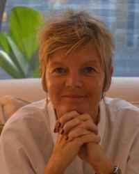 Phoebe Weiland - UKCP accredited psychotherapist and Human Givens Practitioner.