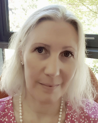 Karolina Christopher, UKCP-registered Integrative Psychotherapist using the Arts