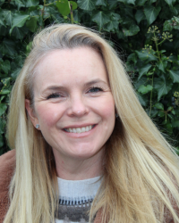 Annabel Lawson Johnston (BA Hons), (Dip Hyp CS) (Ad Dip CP) (Prof Dip Psy C)