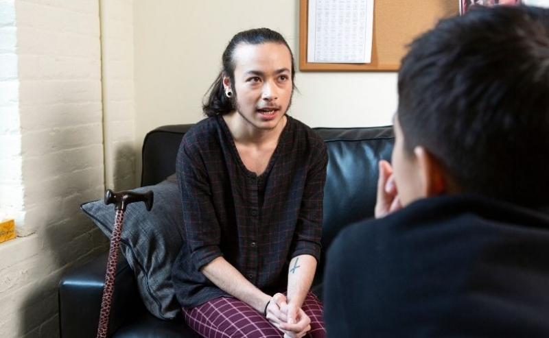 A genderqueer person talking to a therapist