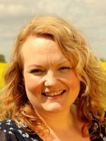 Lynda Gooby MBACP, MNCS(Acc) Counsellor, CBT Therapist & Clinical Hypnotherapist