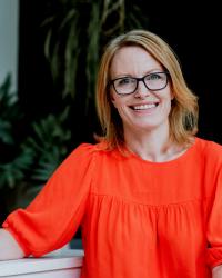 Helen Brooks, IBS irritable bowel specialist ~ online support worldwide.