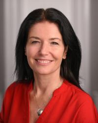 Lucinda Leo:  (BA Oxon, HPD, DipCHyp, NLPMPrac, MNCH)