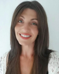 Samantha Symons. AdvD MH. ADVDip. RPf.  HypDip. - Qualified Therapeutic Coach.