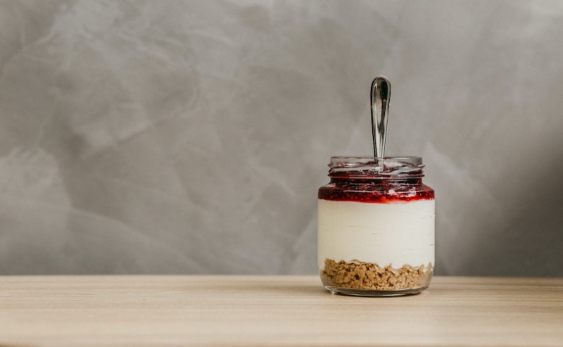 A yoghurt with fruit and granola