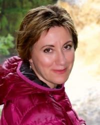 Dr Elena Leschen  MD, NT, mFHT, mIFM