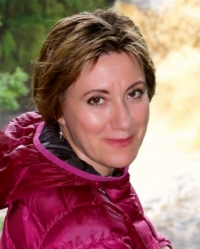 Dr Elena Leschen
