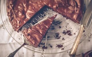 Five-minute chocolate cake