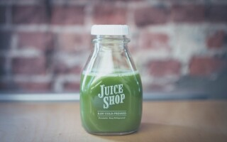 The benefits of wheatgrass juice and carrot juice