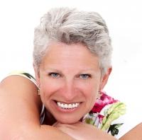 Sandra Oram    Member of I.F.A., B.R.A., A.R.R., I.F.P.A